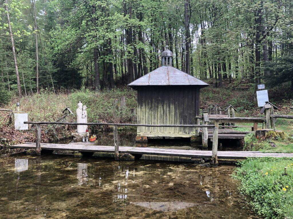Kapliczka na wodzie - Kamperem po Roztoczu